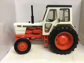 tracteur agricole orange et blanc