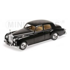 vieille voiture de luxe noire