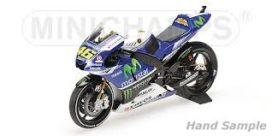 moto de course bleue