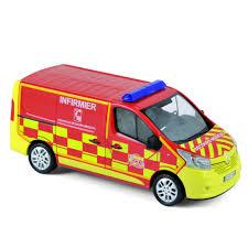 camionette de pompier rouge et jaune