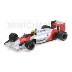 vieille voiture formule 1 blanche et orange