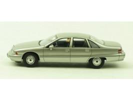 vieille voiture grise