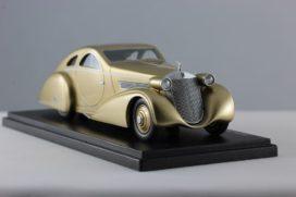 vieille voiture de collection or