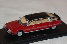 vieille limousine rouge
