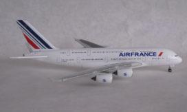 avion de ligne blanc
