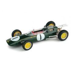 vieille voiture de course verte