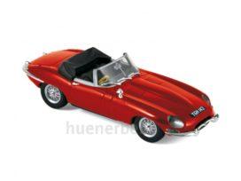 vieille voiture de sport cabriolet rouge