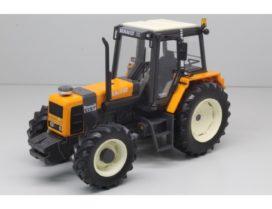 vieux gros tracteur agricole orange