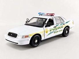 voiture de police blanche verte et jaune