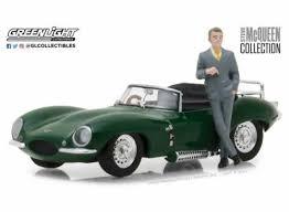 vieille voiture de sport verte