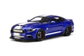 voiture de sport bleu avec bande blanche