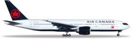 avion de ligne blanc et bleu