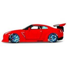 voiture sportive de tuning rouge
