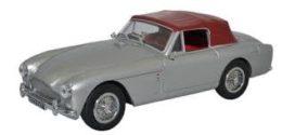 vieille voiture de sport et de luxe grise