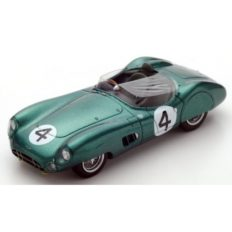 vieille voiture de course cabriolet verte