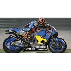 moto de course bleu