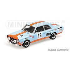 vieille voiture de course bleu et orange