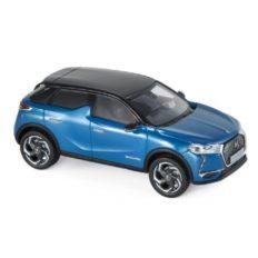 petite voiture bleu avec toit noir