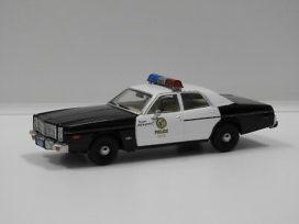 vieille voiture de police blanche et noire