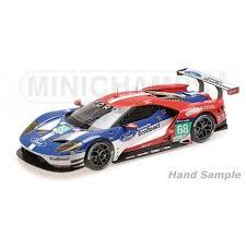 voiture de course bleu et rouge