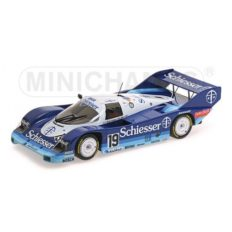 vieille voiture de course bleu et blanche