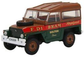 vieille jeep verte et rouge
