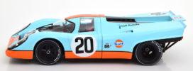 vieille voiture de course bleu clair