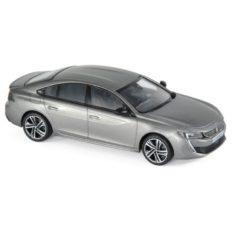voiture berline grise