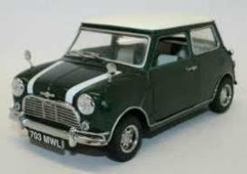 vieille petite voiture verte