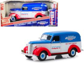 vieux camion americain rouge bleu et blanc