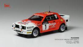 vieille voiture de rallye rouge et blanche