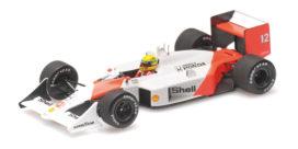 vieille voiture de course formule 1 blanche et orange