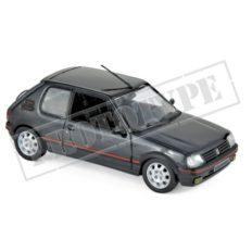 vieille petite voiture sportive noire