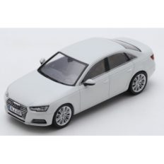 voiture berline blanche