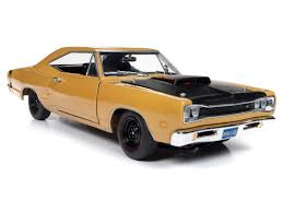 vieille voiture americaine jaune