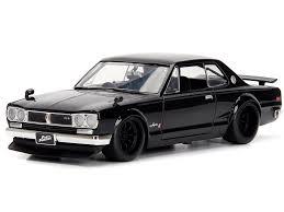 vieille voiture noire de tuning