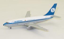 vieux avion blanc et bleu