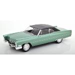 vieille voiture verte decapotable