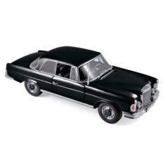 vieille voiture de luxe noire coupe