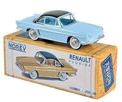 vieille voiture bleu coupe