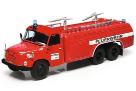 vieux camion de pompiers rouge