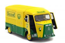 vieux camion verte et jaune