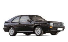 vieille voiture de sport noire