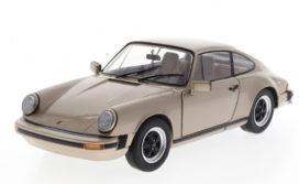 vieille voiture de sport brune