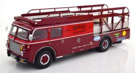 vieux camion transport de voiture rouge