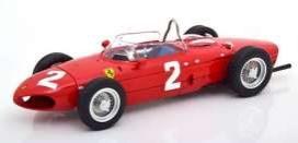 vieille voiture de course rouge