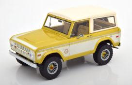 vieille jeep beige et blanche