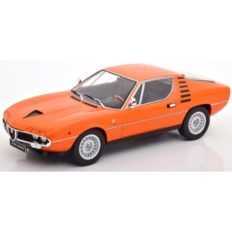 vieille voiture de sport coupe orange