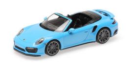 petite voiture de sport cabriolet bleu