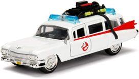 vieille ambulance de film blanche
